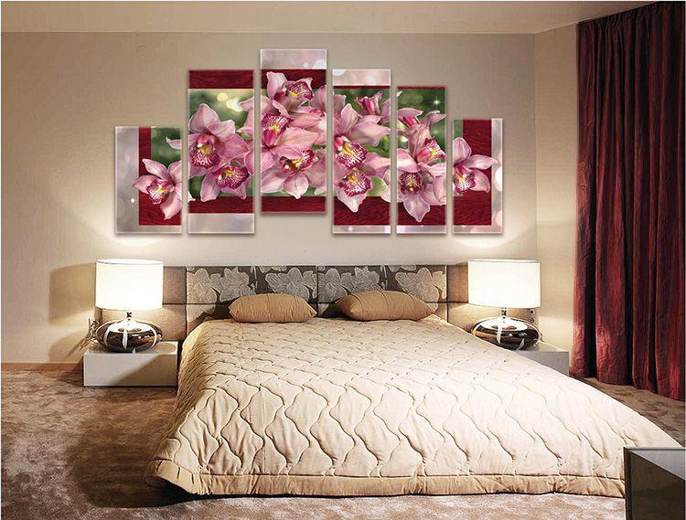 Цветочная тема всегда актуальна для спальни