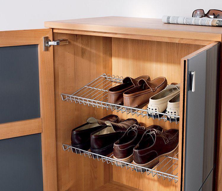 Проволочные лотки внутри комода способствуют лучшему высыханию обуви