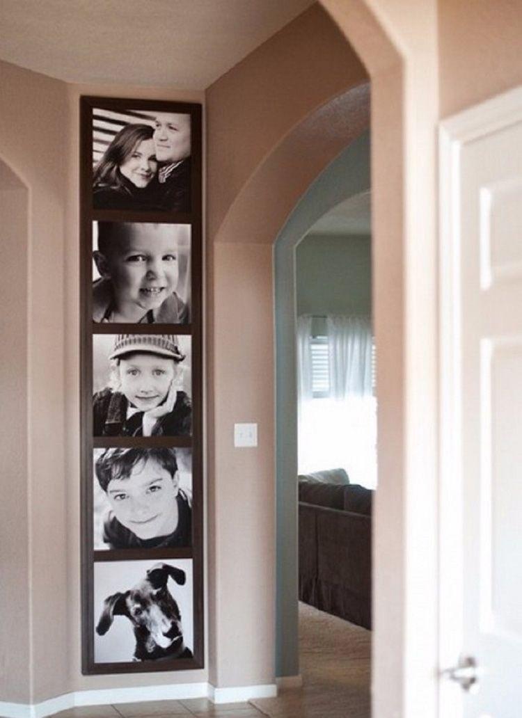 Такой вариант размещения фото визуально приподнимает потолок