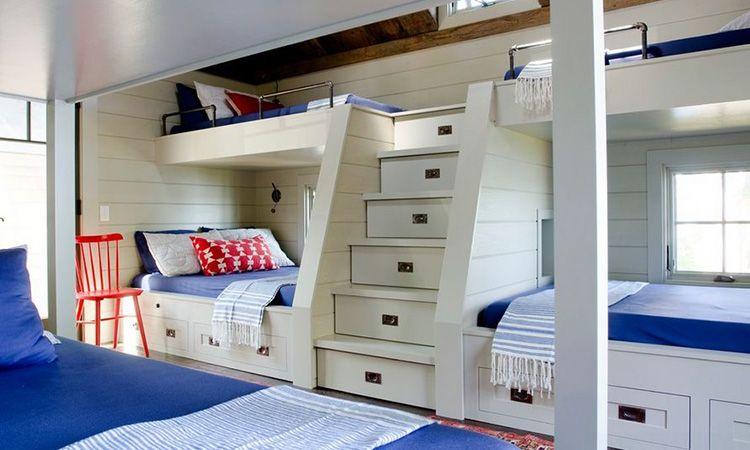 Лестница на второй ярус кровати со встроенными ящиками