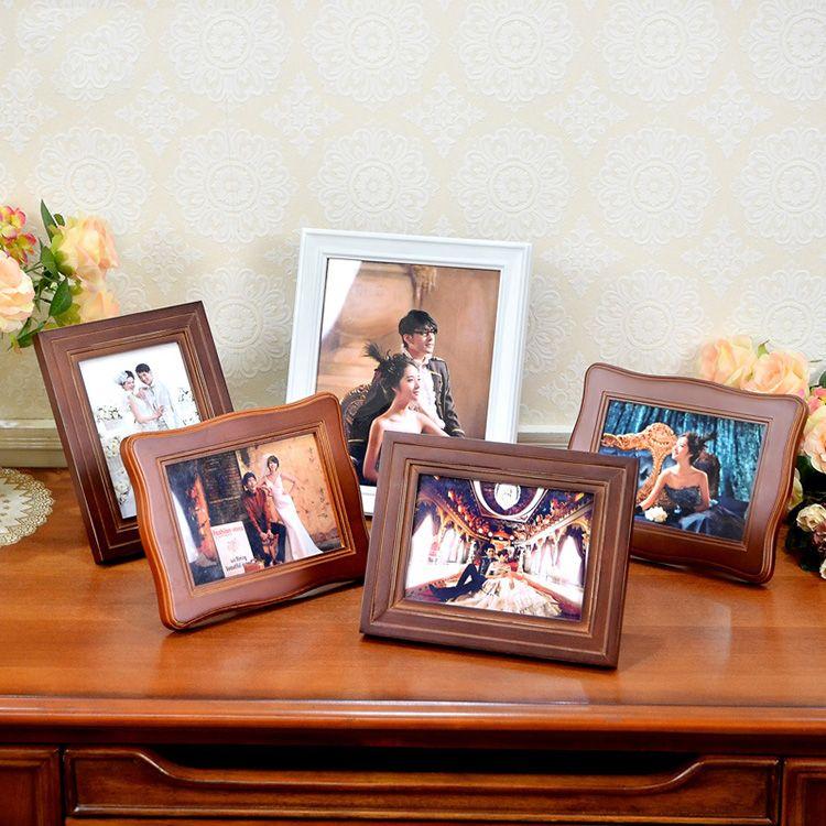 Фотографии на комоде