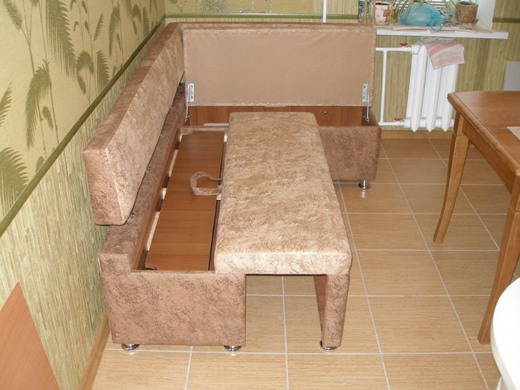 Кухонный уголок с откатным спальным местом