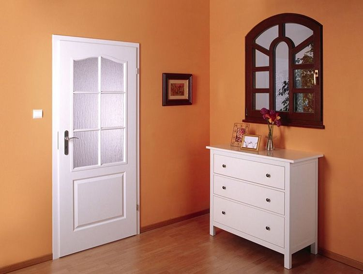 Белые ламинированные двери из МДФ