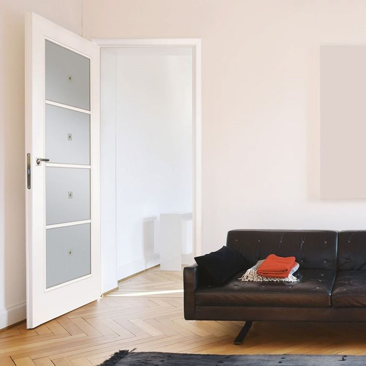 Фото межкомнатных дверей «белёный дуб» со стеклом в интерьере