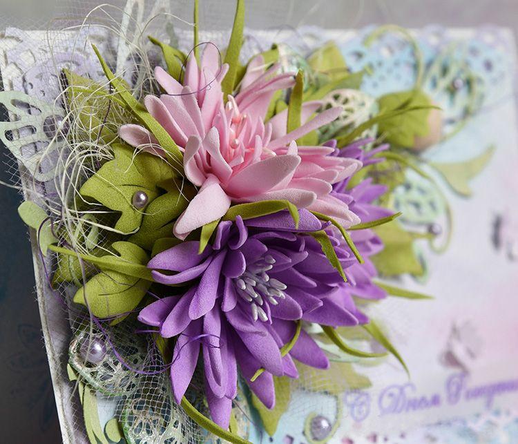 Открытку с таким цветком вряд ли кто-то решится отправить по почте. Такие произведения искусства бережно передаются из рук в руки