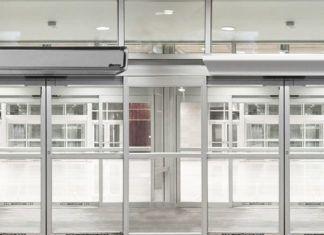 Тепловая завеса на входную дверь – надёжный способ защиты от внешнего холода или жары
