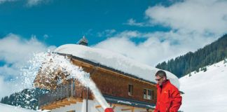 Убираем снег с территории, или Почему востребован самоходный бензиновый снегоуборщик для дачи