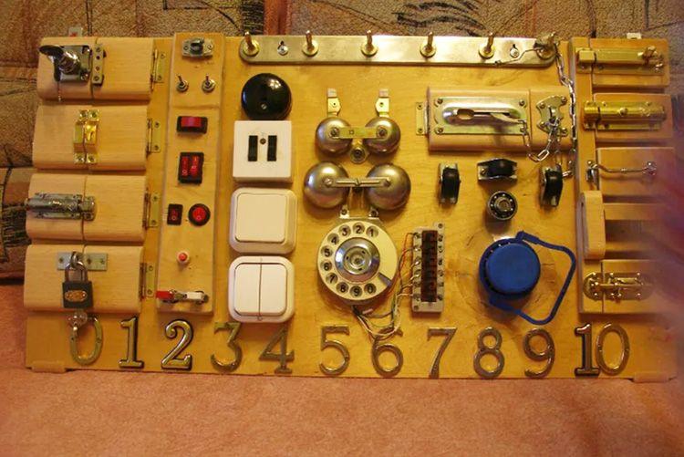 Такого количества звоночков и переключателей не было даже на Титанике