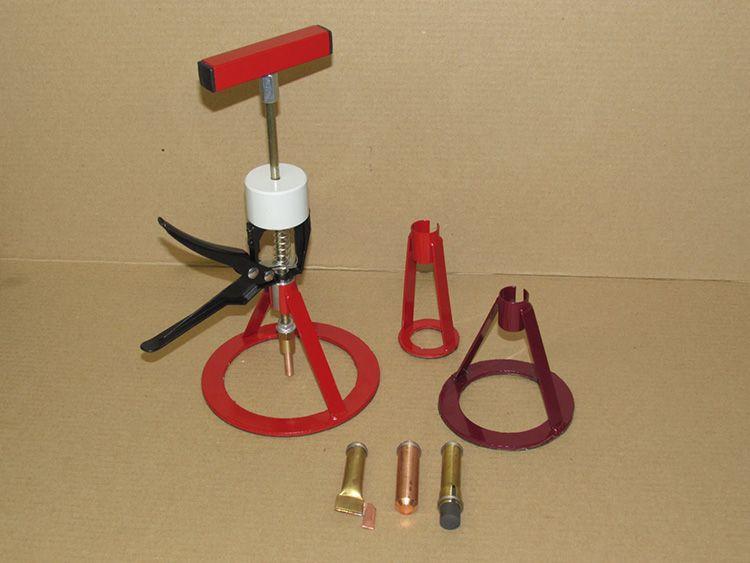 Обычно для основы берётся готовый автомат, на него наваривается конусовидная насадка. Такие образцы можно приобрести готовыми или сварить самостоятельно