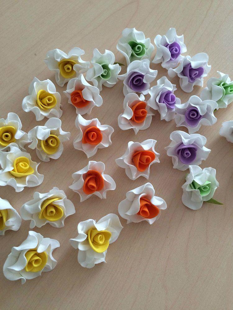 Россыпь из цветов может стать частью пляса невесты или украшением платья её подружек