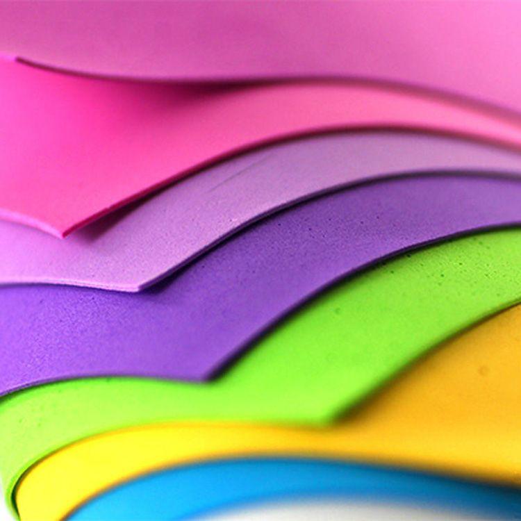 Продаётся фом в виде листов толщиной до 3 миллиметров. Они бывают разнообразных цветов, могут быть матовыми или с добавлением блёсток