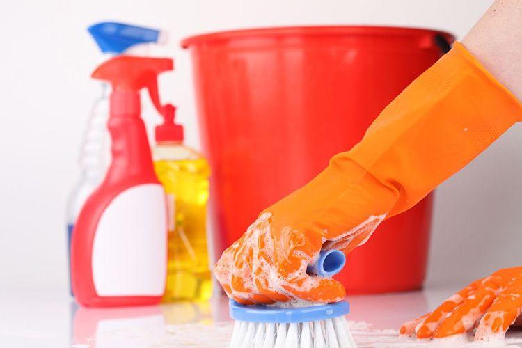 Отмывать все поверхности надо правильно. Главное, изучить инструкцию, не забывайте, любое чистящее средство в той или иной степени вредно для здоровья