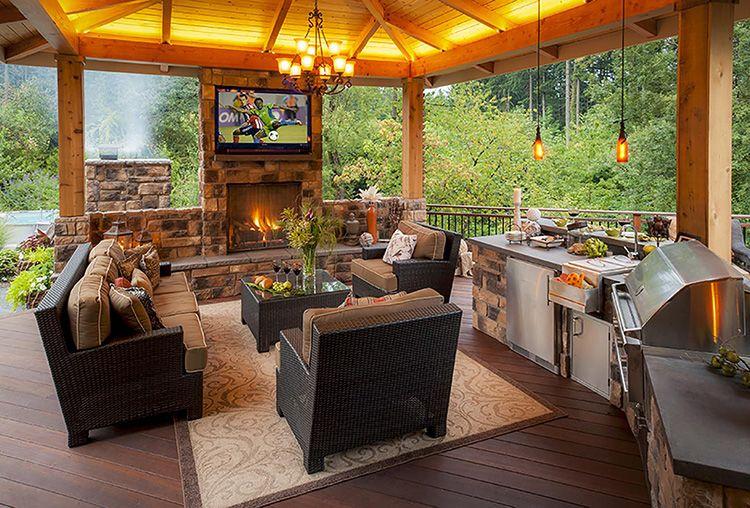 Готовить на такой кухне в жару или сидеть вечером у камина с друзьями – одно удовольствие