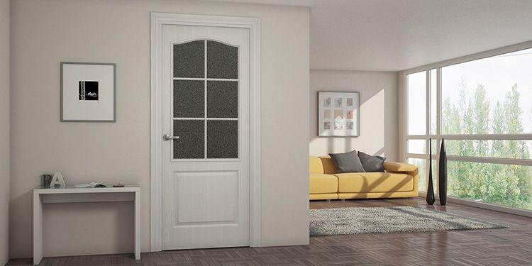 Плёнка ПВХ, наклеенная на дверь, является хорошей защитой от влаги