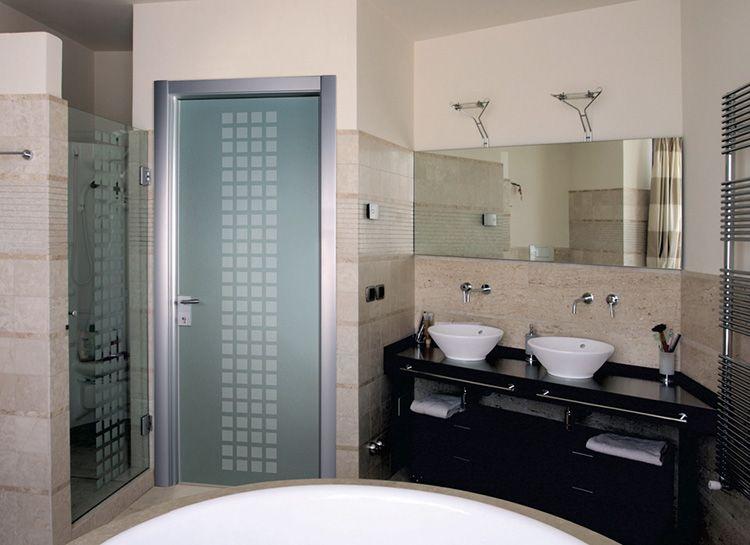 Стеклянная дверь в ванную комнату в современном стиле