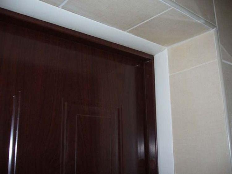 Откосы ванной комнаты, облицованные плиткой