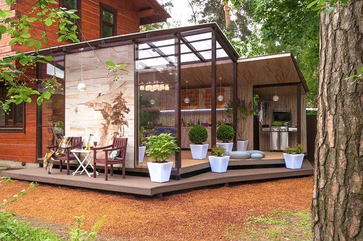 Комбинация стекла, металла, поликарбоната, дерева и фанеры