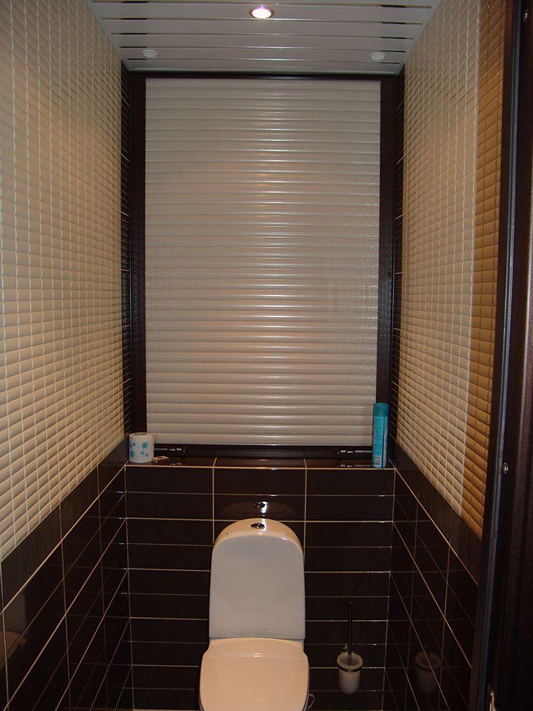 Чтобы скрыть трубы за унитазом в туалете, купить рольставни будет верным решением