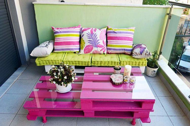 Необычная мебель яркой расцветки обязательно привлечёт внимание