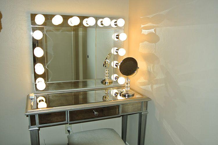 Зеркало с подсветкой – мечта любой девушки, независимо от возраста