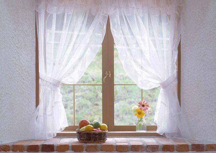 Кто из нас не помнит запах свежести только что выстиранного влажного тюля на окнах! А если он ещё и белоснежный, значит, день прожит не зря!