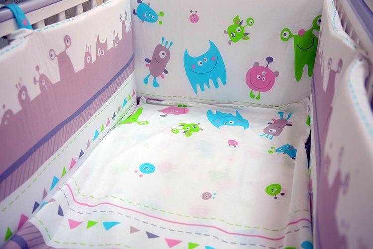 К типу «детское» относится постельное бельё для ребёнка от рождения до трёх-четырёх лет. Комплекты для детей старше этого возраста считаются уже подростковыми