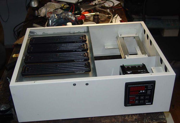 Корпуса от старых видеомагнитофонов или процессоров – идеальное сырьё для обшивки сторон