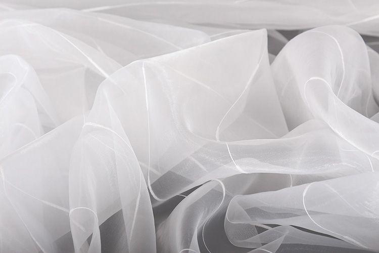 Такие составы очень хорошо справляются с удалением пятен на капроновых тканях