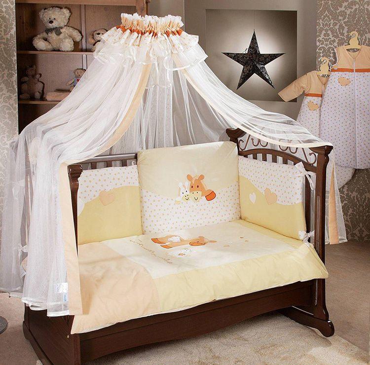 Если вы думаете, что балдахин подходит только к люлькам, то сильно ошибаетесь, такое украшение легко может «перекочевать» на диван или кровать