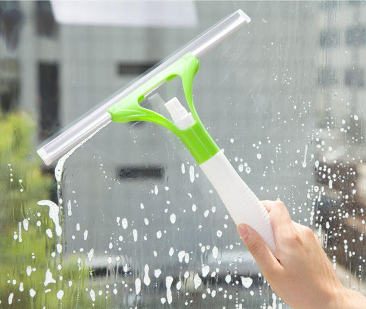 Действовать нужно аккуратно, чтобы не поцарапать поверхность, лучше использовать скребки с резиновыми накладками.