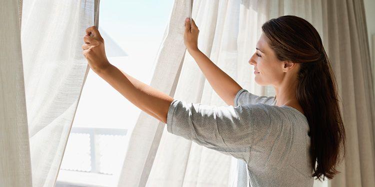 Стирайте ваши занавески как можно чаще. Особенно это касается кухни и спальной комнаты