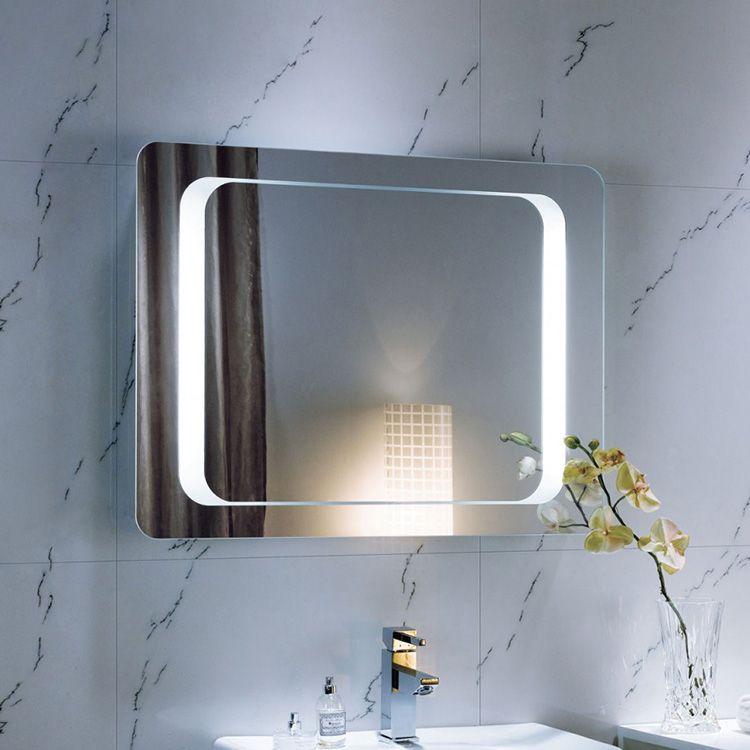 Чаще всего это небольшие зеркала, которые можно легко разместить даже в помещении небольших размеров.