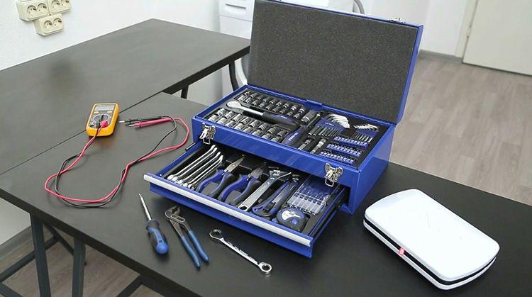 Для того чтобы провести подобные работы, необходимо подготовить инструменты, которые пригодятся в первую очередь
