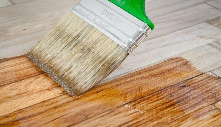 Лакировка обработанной поверхности мебели