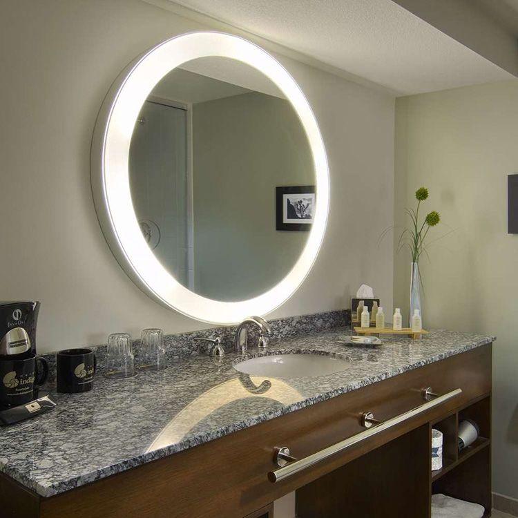 Электрика в таком зеркале должна быть максимально безопасной. Особенно это касается моделей для ванных комнат.