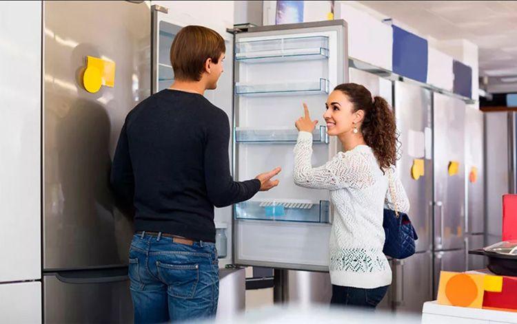 Прежде чем покупать холодильник, не стесняйтесь открыть его и посмотреть внутрь