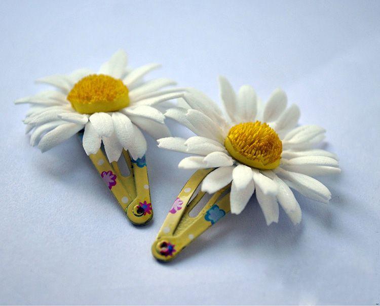 Такие цветочки можно использовать для оформления не только венков, но и небольших заколочек. В этом случае можно сделать несколько слоёв лепестков