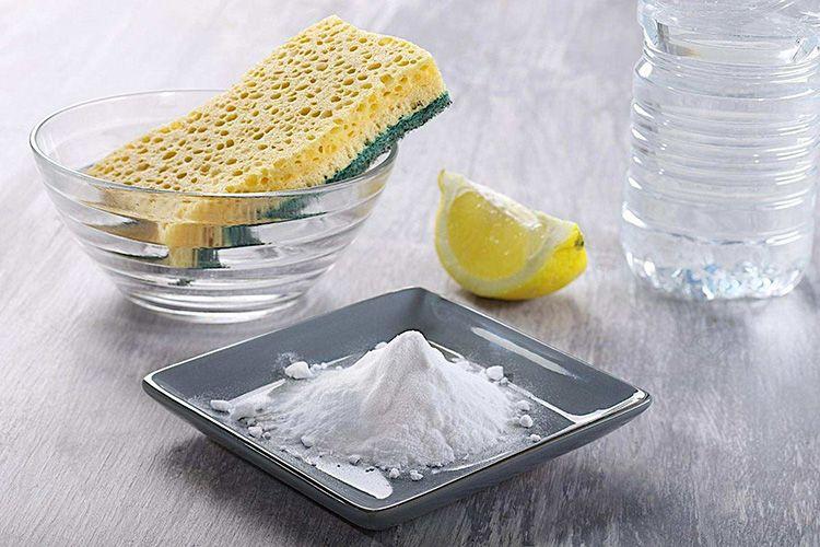 Пищевую соду эффективнее растворить в кашицу, полученная масса должна напоминать консистенцию сметаны.