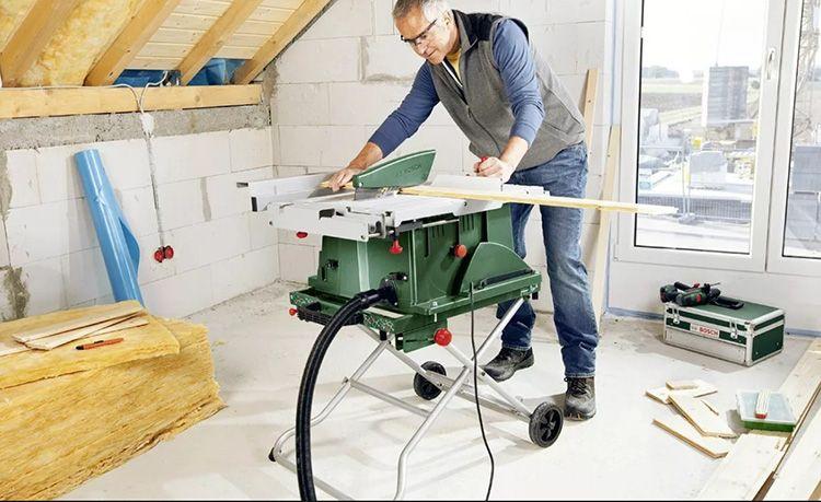 Полупрофессиональные модели, которые предлагают специализированные строительные магазины, позволяют выбрать мастерам мобильные модели циркуляционных пил – настольные