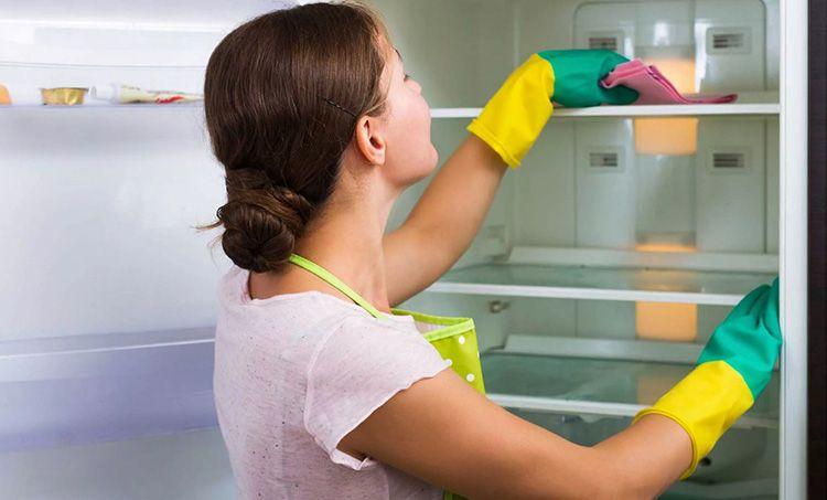Уксус − один из самых эффективных дезинфекторов, проверенных ещё на холодильниках наших бабушек и дедушек