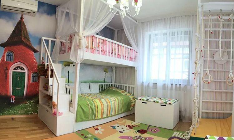 Актуальны балдахины и для двухъярусных кроватей, кроме уже перечисленных нами функций, он защитит ребёнка от неожиданного падения. Однако этот вариант подходит только для комнат с высокими потолками