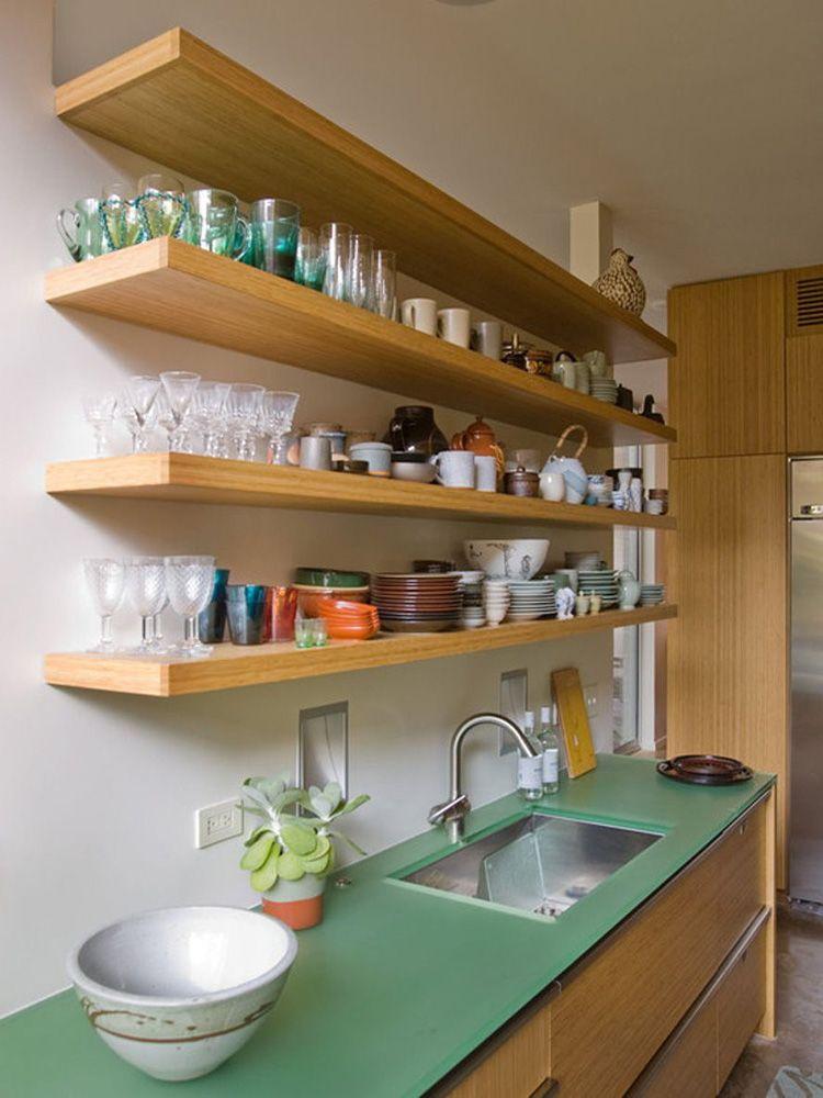 Без полочек сложно найти место для хранения всех предметов