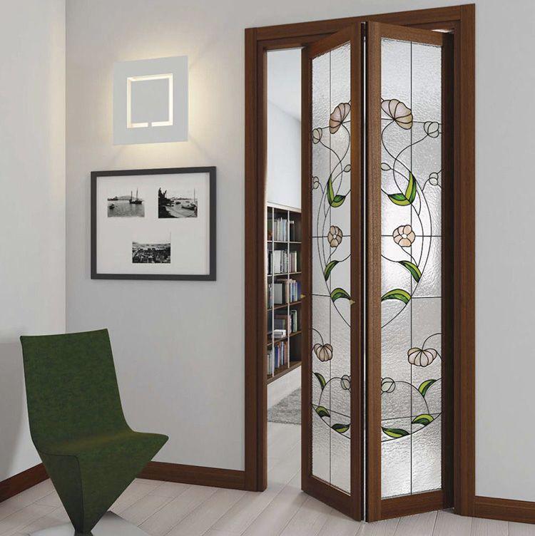 С дверью книжкой можно рационально распоряжаться внутренним пространством