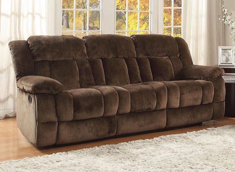 Вторая жизнь любимой мебели: как почистить диван от пятен без разводов за 5 минут