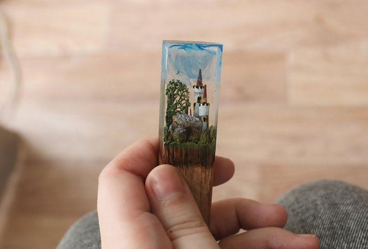 Можно увидеть декоративные элементы внутри изделия