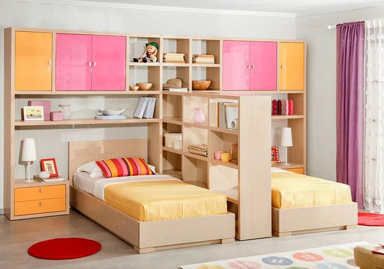 Мебель в детской комнате для девочек-погодок
