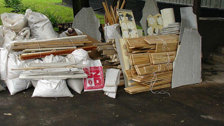 Самостоятельный вывоз строительного мусора – самое простое, на чём можно сэкономить во время проведения ремонта