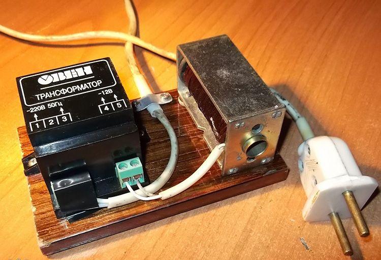 Для размагничивания прибор размещают возле водомера на несколько минут