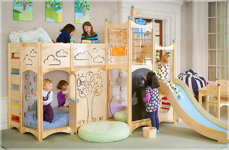 В детской комнате обязательно должно быть место для игр