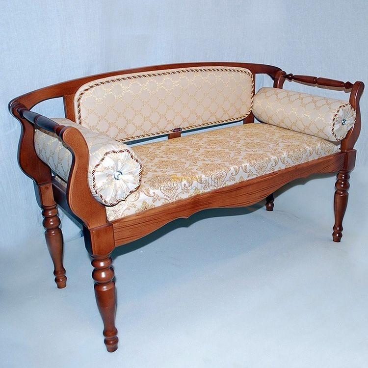 Банкетка-диванчик в прихожую может изготавливаться из самых разных материалов